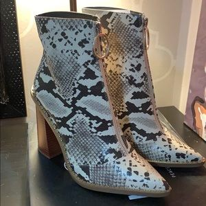 Missguided - Snake print boot